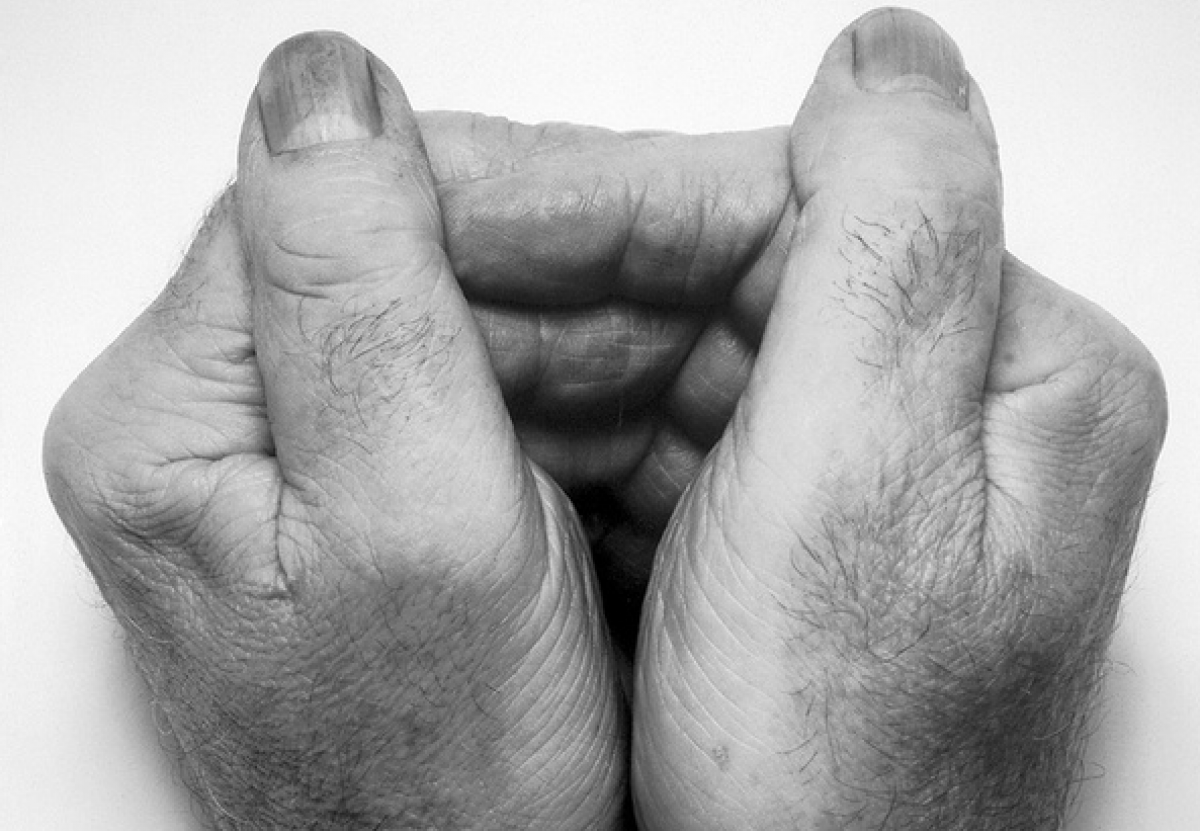 John Coplans, <em>Two Hands Together</em> (1988) / Collection Frac Normandie Caen © Courtesy Galerie Anne de Villepoix, Paris