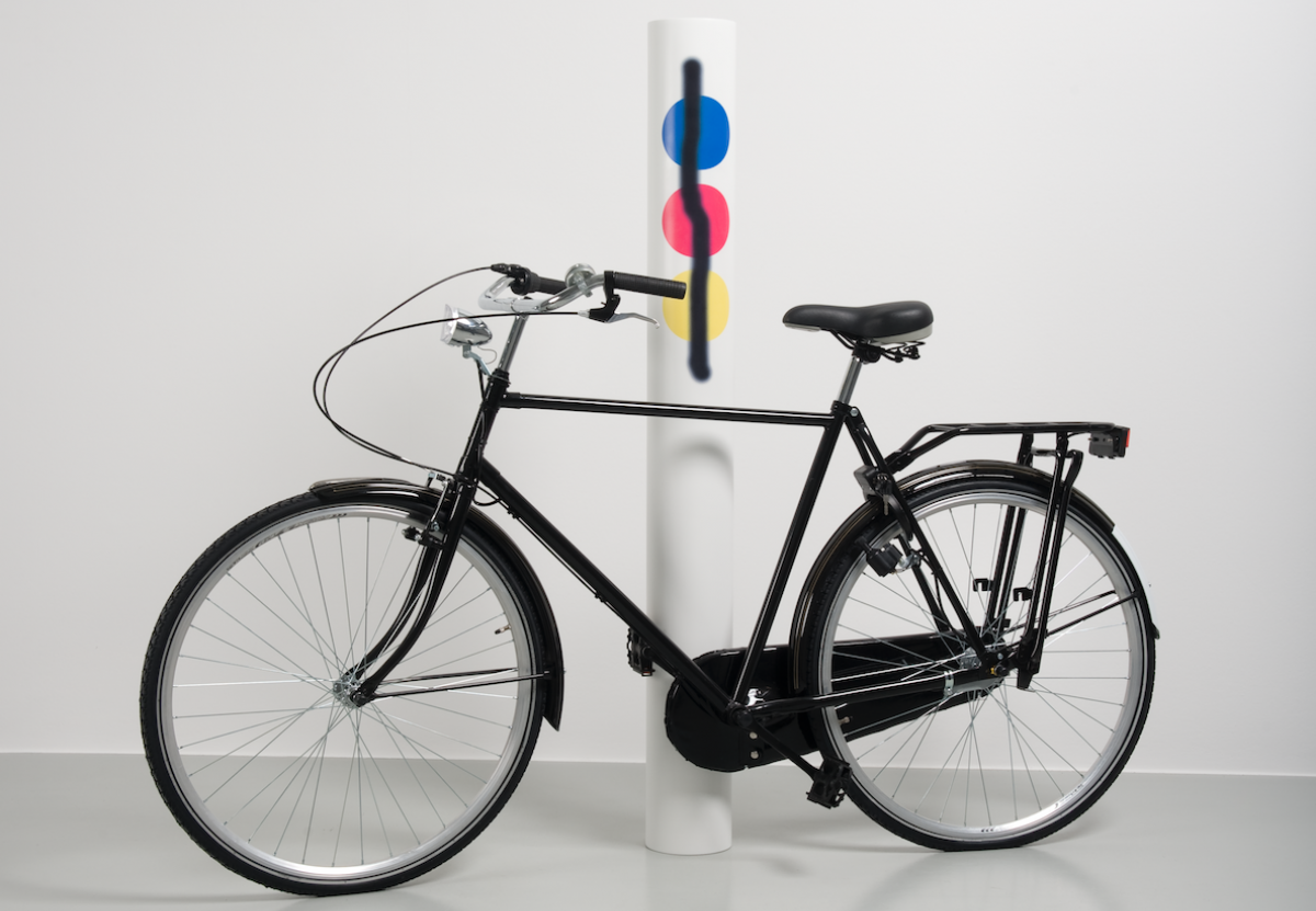 Mathieu Mercier, <em>Sans titre, Sublimation (vélo / primaires aérosol)</em>, 2012 / Collection Frac Normandie Caen © Adagp, Paris 2018